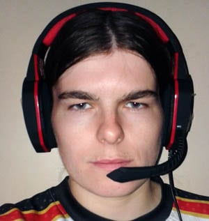 easysmx-gaming-headset-wearing